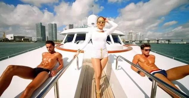 Jennifer Lopez, más sensual que nunca en su último video