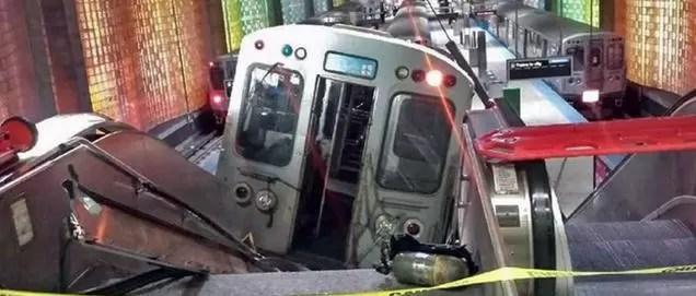 Difunden video de descarrilamiento del metro en Chicago: tren subió por la escalera