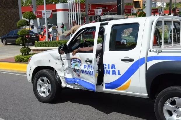 Camioneta del 911 choca yipeta al cruzar en rojo cuando acudía a llamada