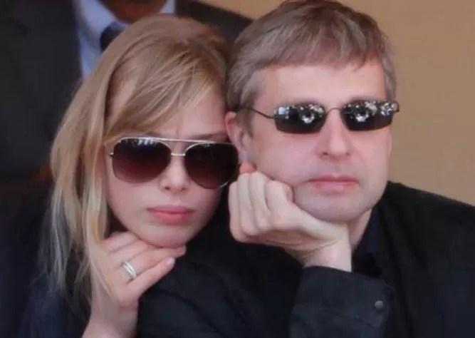 Un multimillonario ruso condenado a pagar 4.500 millones de dólares a su exmujer