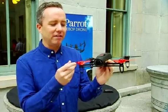 Parrot lanza dron teledirigido desde teléfonos portátiles (video)