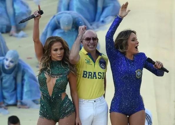 pitbull-c-la-idola-pop-brasilena-claudia-leitte-der-y-la-estrella-pop-jennifer-lopez-izq-_595_426_1095938