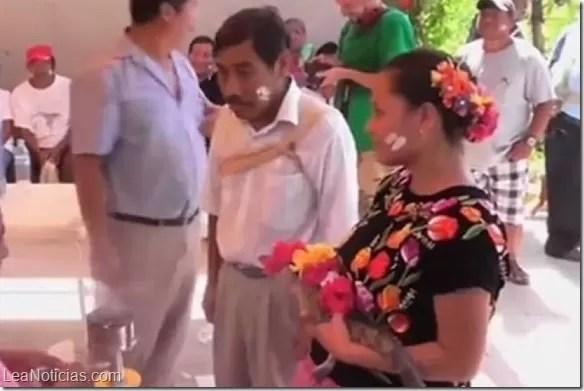 La insólita boda entre un alcalde y un cocodrilo en México (video)