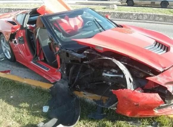 Carrera autos carro accidente