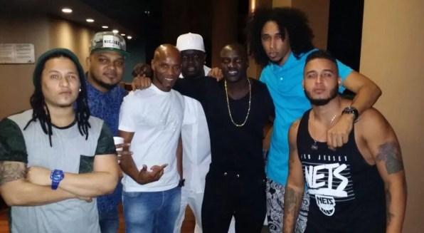 Akon y El batallon