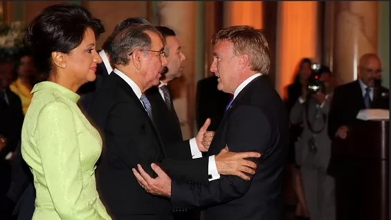 Danilo Medina con el embajador americano