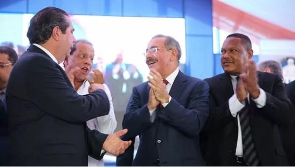 Ministro de Turismo con Danilo Medina