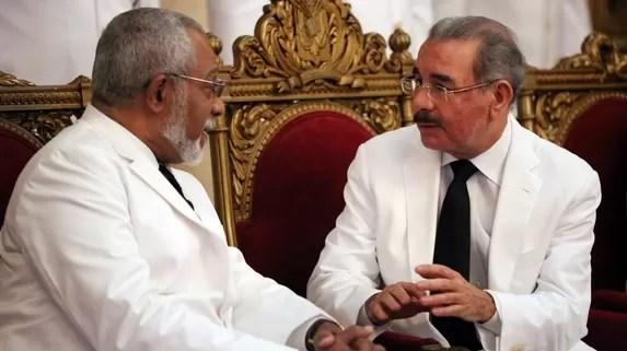 Danilo Medina con el embajador haitiano