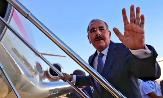 Danilo Medina viajando