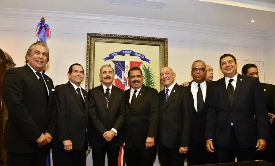 Los senadores dominicanos se aumentaron el sueldo a RD$320 mil