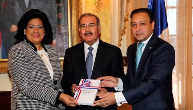 Danilo Medina y su constitucion
