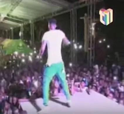 Video: Fiesta con el Mayor en Azua termina a tiros y botellazos