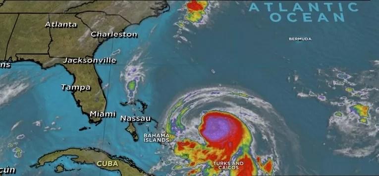 Joaquín se convierte en huracán cerca de las Bahamas