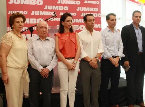 María Isabel Cuadra de González, José Manuel González Corripio, Isabel González Cuadra, José Manuel González Cuadra, Alejandro González Cuadra, José Miguel González Cuadra y Don Andrés Rodríguez.