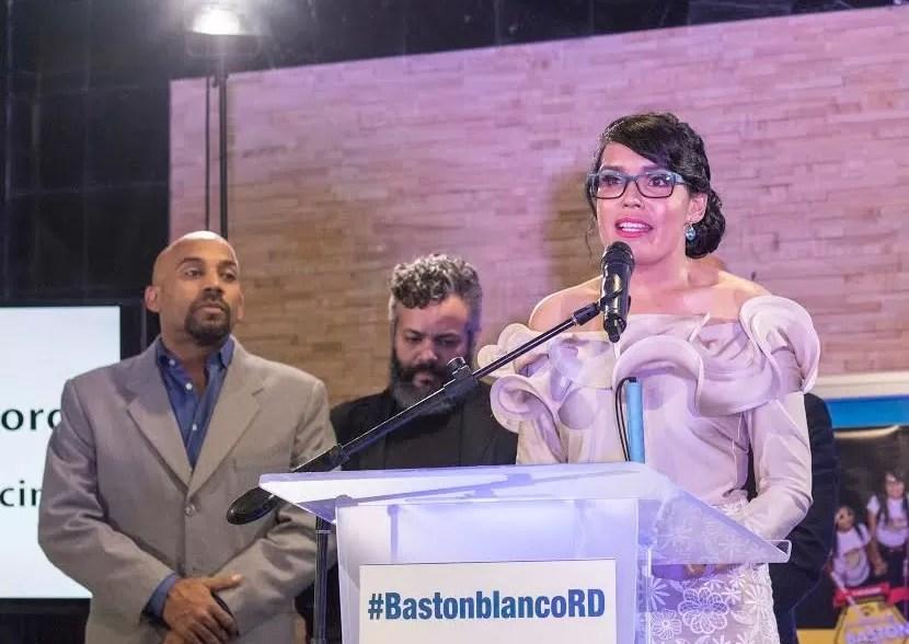 La nueva iniciativa de Francina Hungría #BastonblancoRD