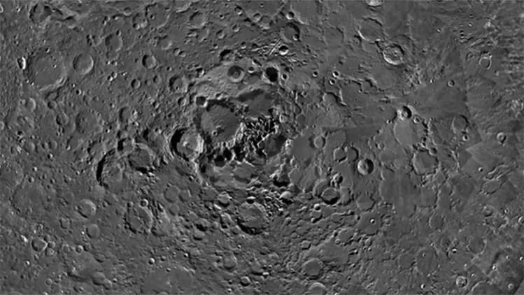 Nuevas fotografías del polo norte de la Luna dejan perplejos a los científicos