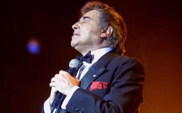 Exhumaron al cantante argentino Sandro por reclamo de paternidad