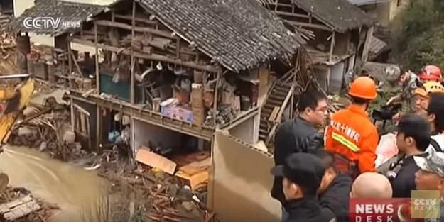 Al menos 16 muertos y 21 desaparecidos en un deslizamiento de terreno en China