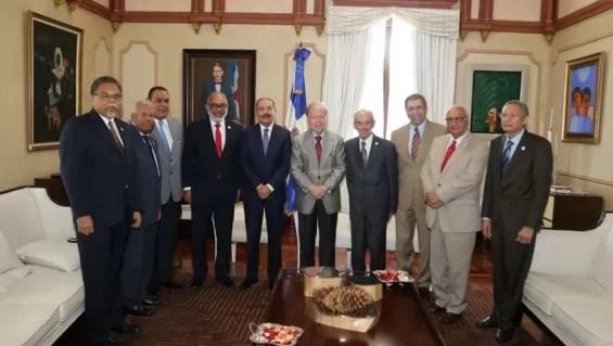 Danilo Medina recibe miembros Sociedad Dominicana Diarios