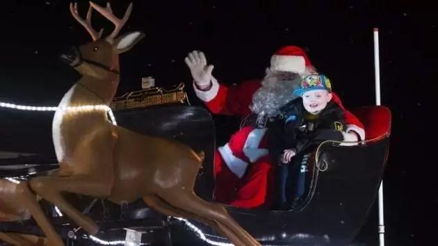Muere el niño de 7 años por quien un pueblo canadiense adelantó las Navidades