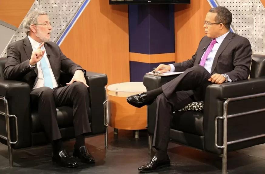 """El vocero de Danilo Medina """"Premio a Vargas Llosa fue una imprudencia política del jurado"""""""