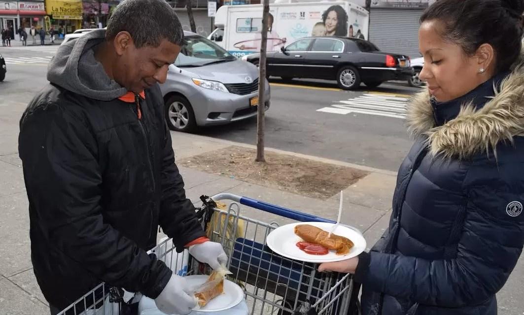 Nueva York: El dominicano que transformó su vida vendiendo pasteles en hoja