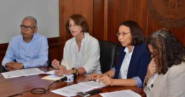 Jose Feliz, Lourdes Contreras, Elsa Alcantara y Desiree Del Rosario