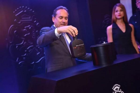 Franklin León presenta el nuevo Ron Barceló Onyx
