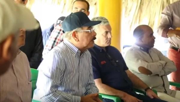 Danilo Medina en el campo