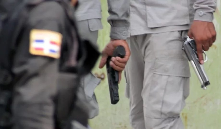 MP solicita prisión preventiva contra raso que vendía armas retenidas como evidencia