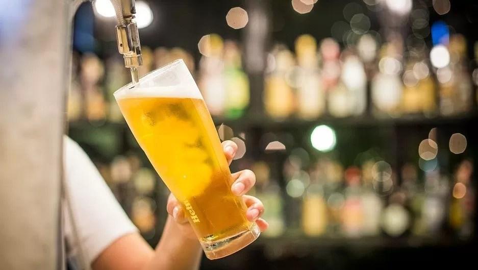 Francia abrirá las terrazas de bares y restaurantes el 19 de mayo