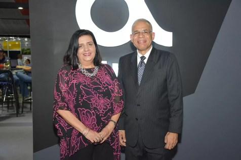 Desireeì LogronÞo y Carlos Manuel Estrella2