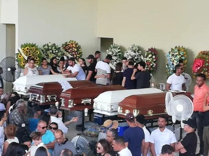 jovenes-que-murieron-en-accidente-eran-velados-en-colegio-donde-estudiaban