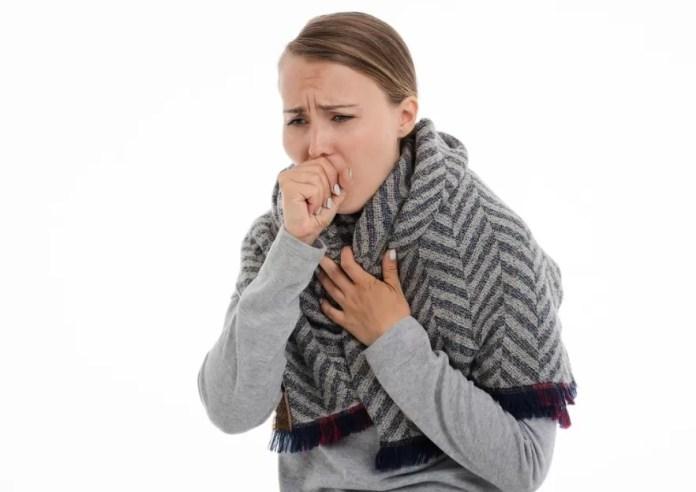 La tos causa dolor en la cabeza