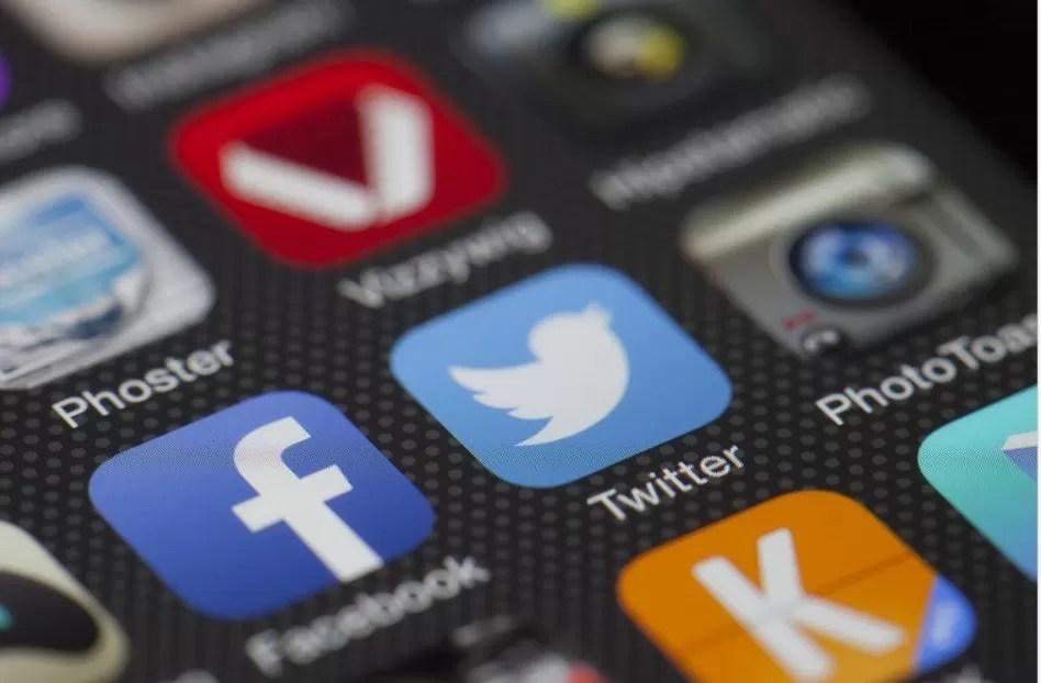 Texas prohíbe a las redes sociales eliminar usuarios por razones políticas