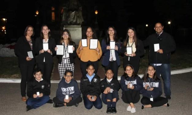 El equipo de debate del Colegio Bilingüe New Horizons volvió a hacer historia en Universidad de EE.UU