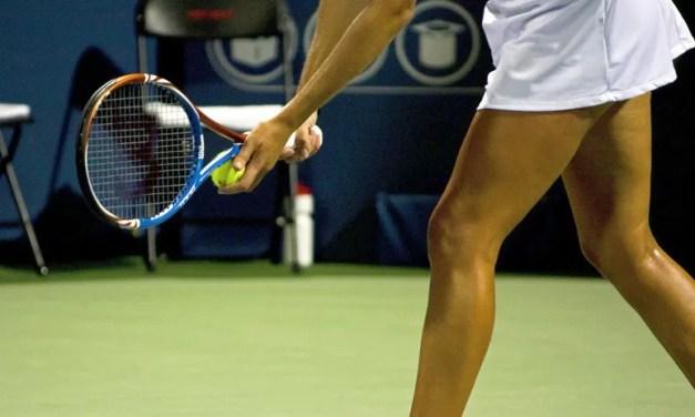 Dos jugadoras de tenis terminan a golpes en plena cancha tras un apretón de manos