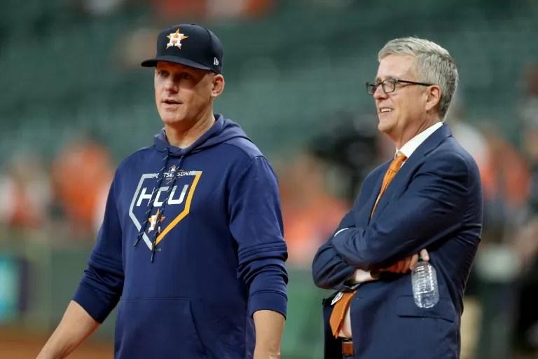MLB suspende a técnico y al gerente de Astros por hacer trampa en 2017