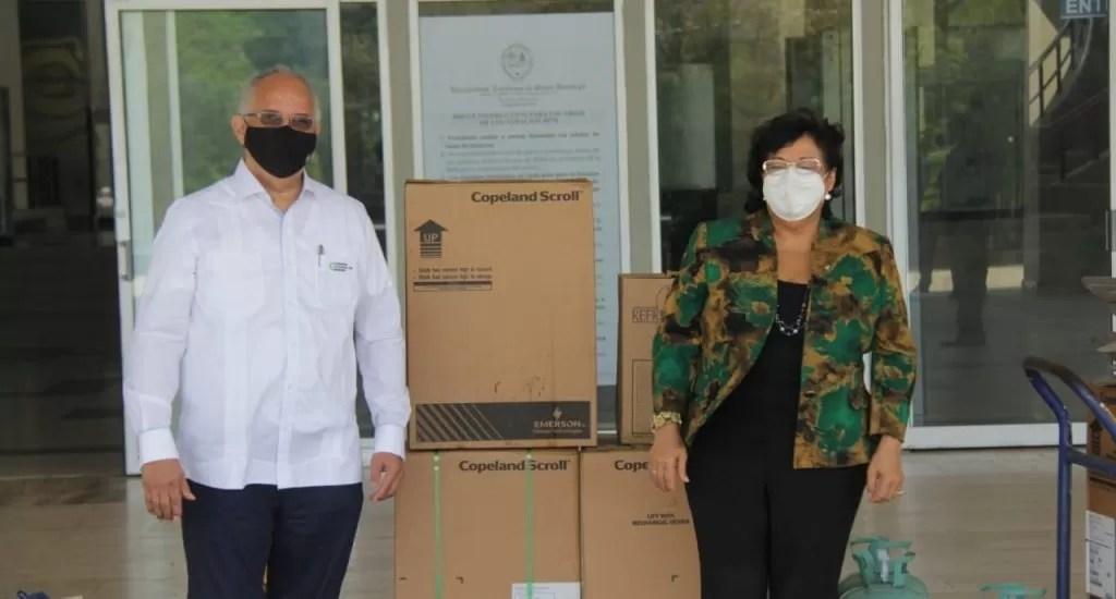 UASD recibe equipos de soportes para aires acondicionados de Biblioteca Pedro Mir