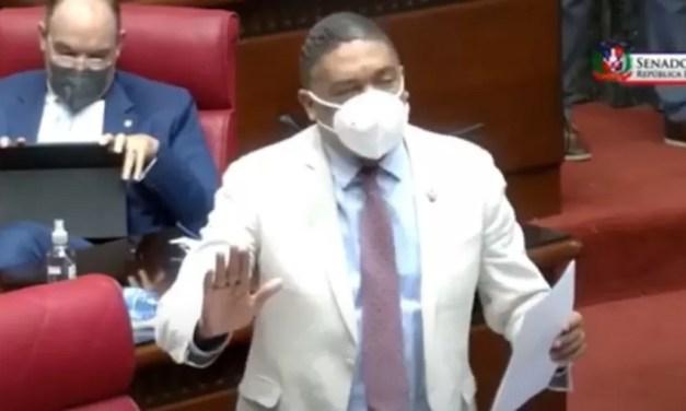 Senador PLD aboga para que sea eliminado impuesto cobran a dominicanos al regresar a su país