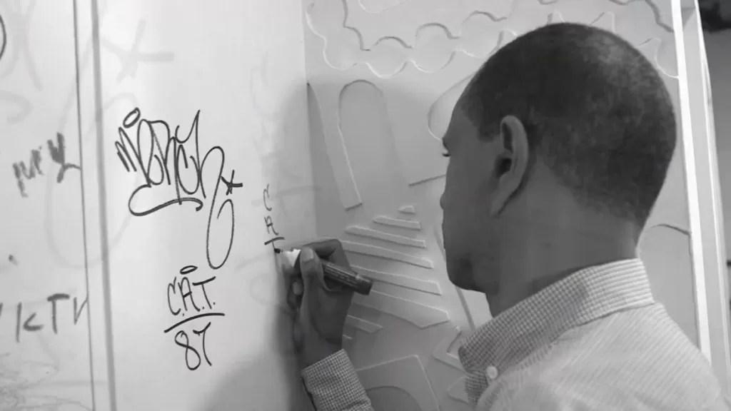 "Juan Tapia Mendoza: de ""grafitero"" a doctor"