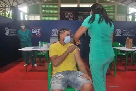 Aumenta afluencia de jóvenes a vacunarse