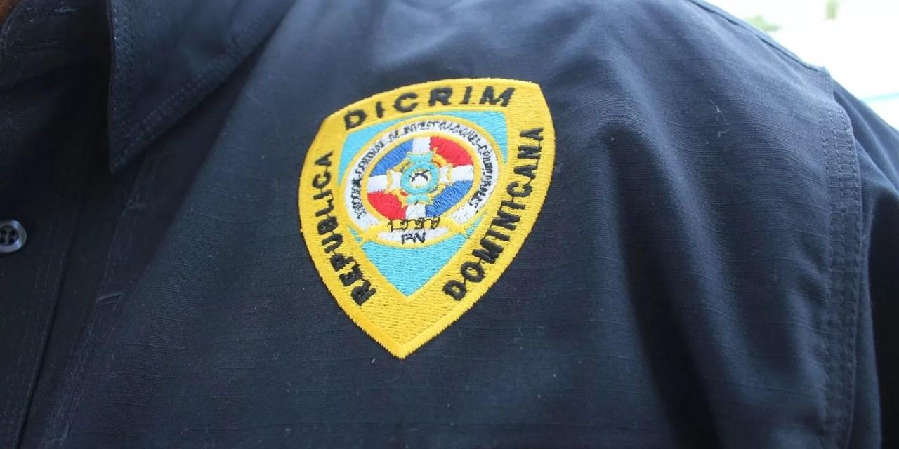 Hombres con chalecos del Dicrim  le quitaron 17 mil dólares y 300 mil pesos