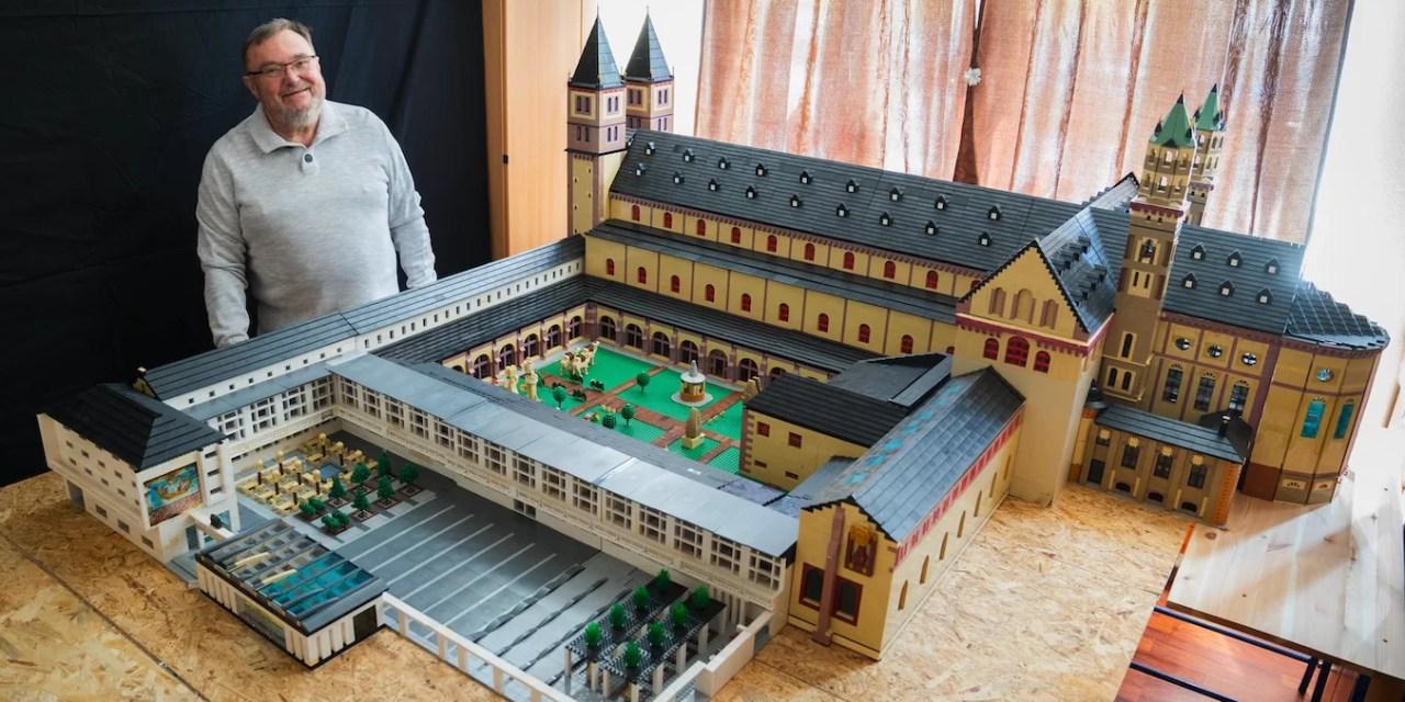 Alemán recrea famosa catedral con 2,5 millones de piezas de Lego