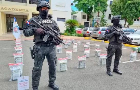 Ocupan 456 paquetes presumiblemente cocaína en finca de Samaná