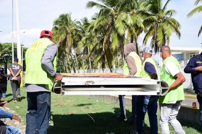 Ayuntamiento SDE tumba vallas ilegales ocupaban jardineras de la ciudad