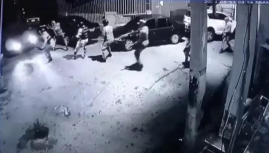 Video: Conductor atropella miembros de la Policía Nacional en un retén de los Praditos