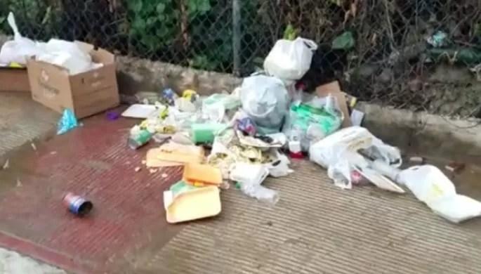Alcalde recogió basura y se la devolvió al dueño
