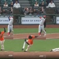 Video: Johnny Cueto sufrió graciosa caída luego de hacer un lanzamiento