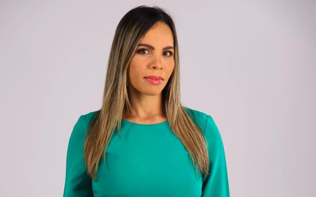"""María Cristina Rodríguez gana categoría """"Mejor locutor de televisión"""" en Premios La Voz"""